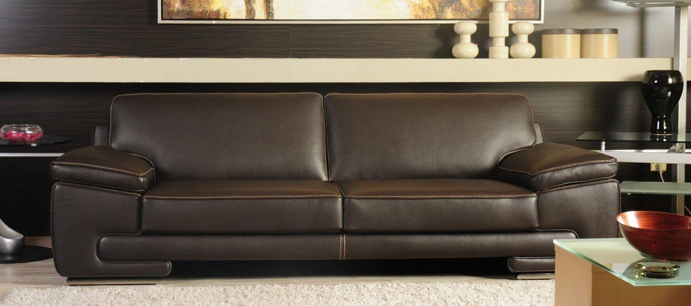 sofá de couro para uma sala clássica fotos e imagens